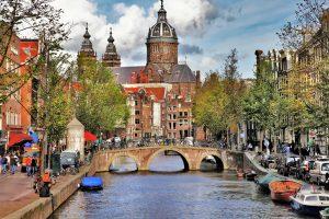 En kanal i Amsterdam