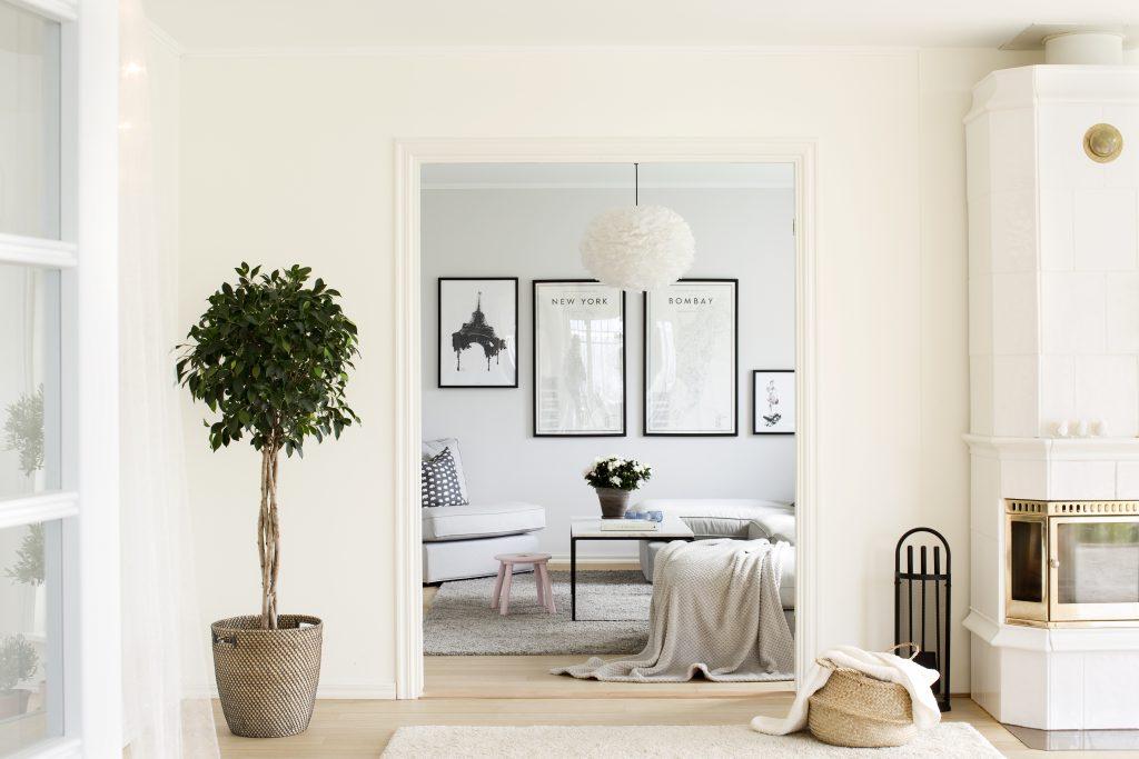 Stue i en leilighet med stilig interiør