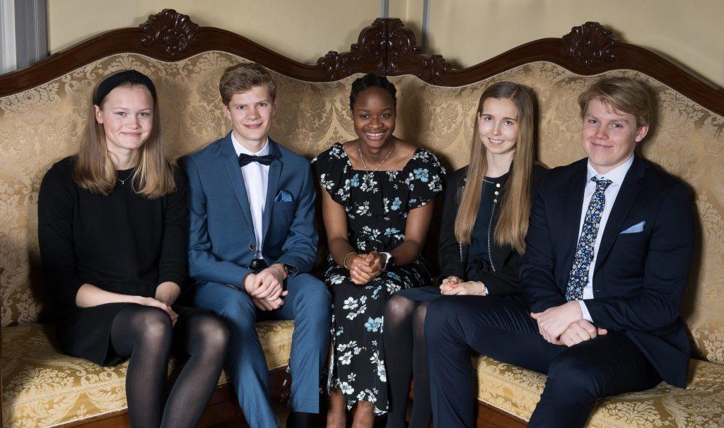 5 pyntede ungdommer i sofa